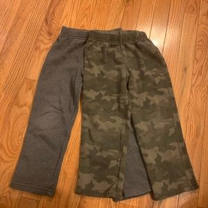 Cat & Jack boys sweatpants. Grey & Camo 4t